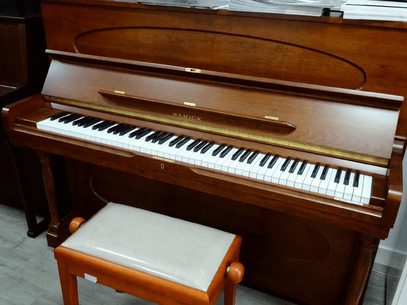 Piano Samick SU118E