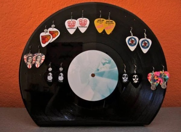 Earring holder made from vinyl record