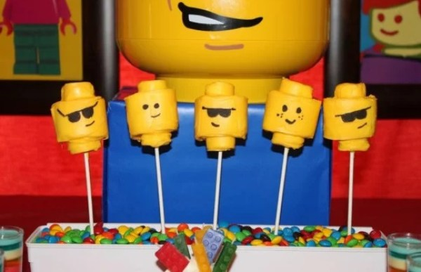 Lego Head pop cakes
