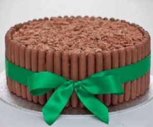 Ten Amazing Designs and Recipes for Cakes Made With Chocolate Fingers