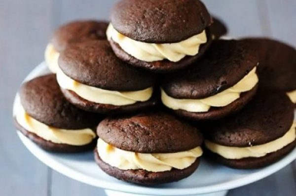 chocolate Bischoff whoopie pies