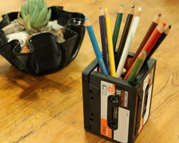 Stationary Holder Made From Cassette Tapes