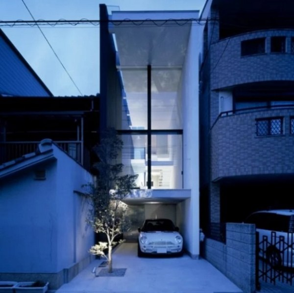 Thin house in Osaka, Japan