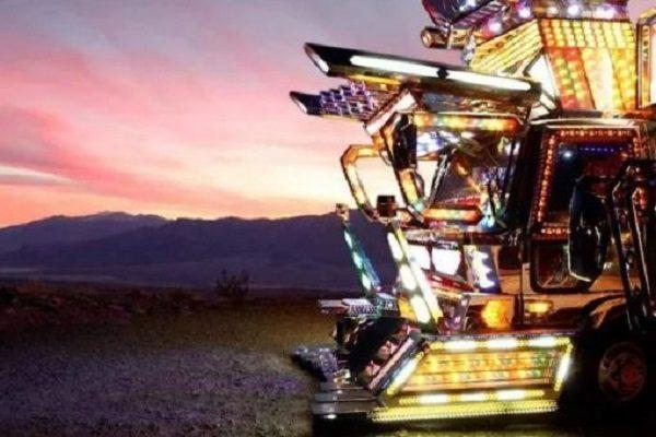 Ten Stunning Photos of Amazing Japanese Dekotora Light Trucks