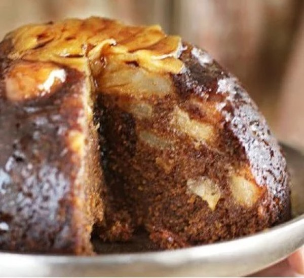 Sticky ginger pear pudding