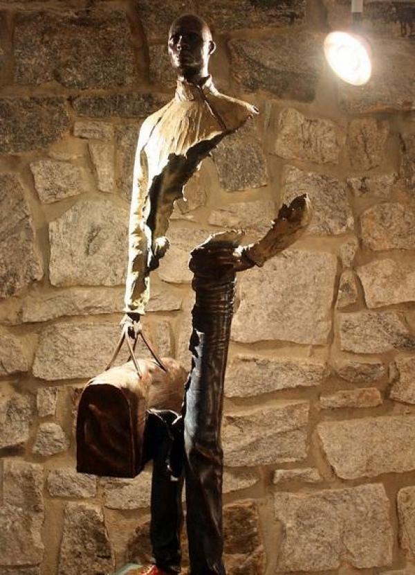 'Les Voyageurs' sculpture by Bruno Catalano