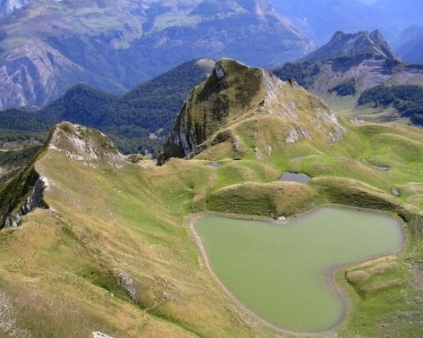 Top 10 Amazing Heart Shaped Lakes