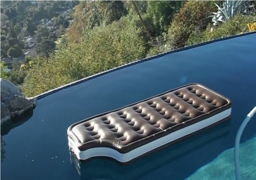 Top 10 Weird and Unusual Pool Floats