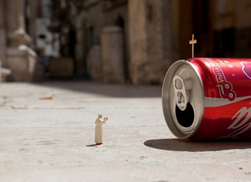 Top 10 Amazing Tiny Street Art by Slinkachu