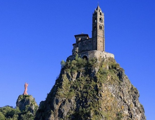 Top 10 Amazing Churches in Amazing Places