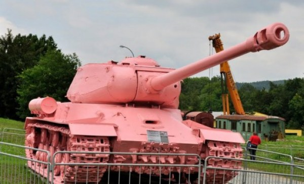 Ten Colourful Tanks That Stick Out Like a Sore Thumb on the Battlefield