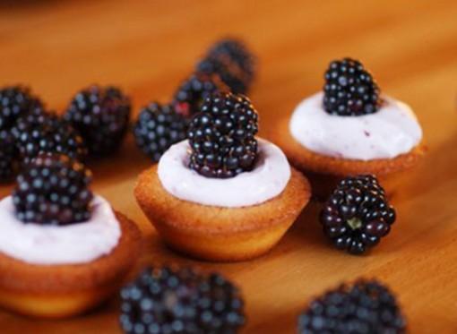 Mini Blackberry Cupcake Bites