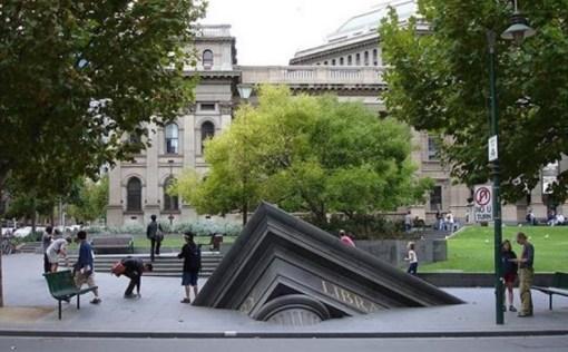 The Sinking Building, Australia