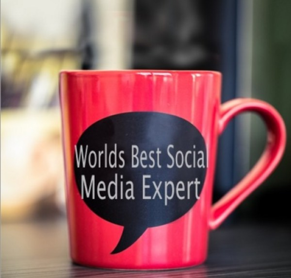 To Become a Blogger You Need to be a Social Media Expert