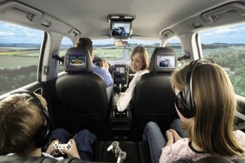 The Pros and Cons of Travelling by Car