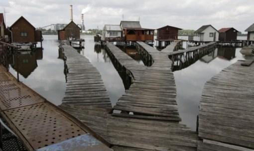 Bokod Floating Houses, Oroszlány