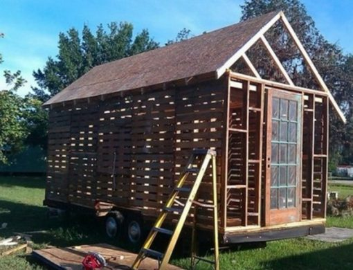 Pallets Transformed Into a Garden Shed