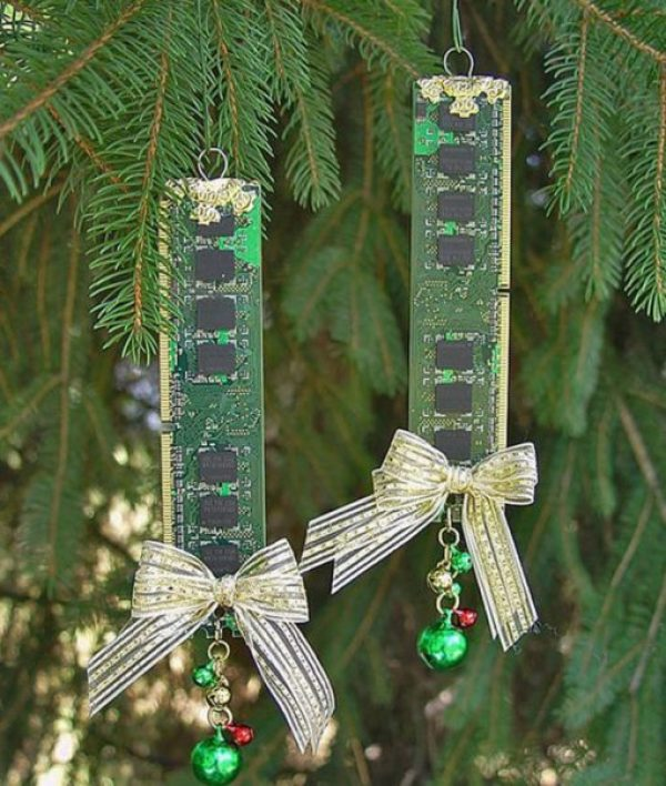 PC Ram Sticks Recycled Into Christmas Tree Decorations