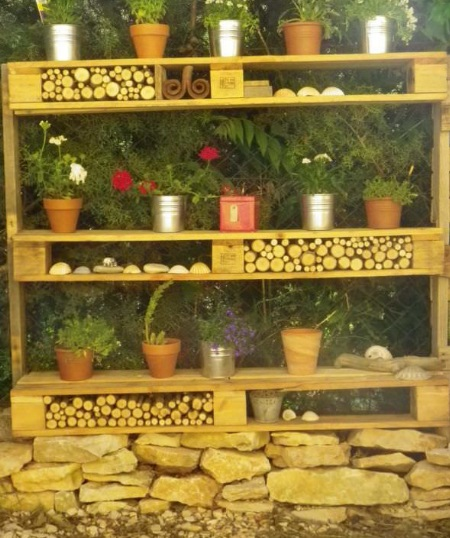Old Wooden Pallets Transformed Into a Garden Display Shelf