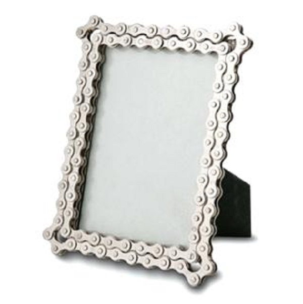 A Picture Frame Made From a Recycled Bicycle Chain