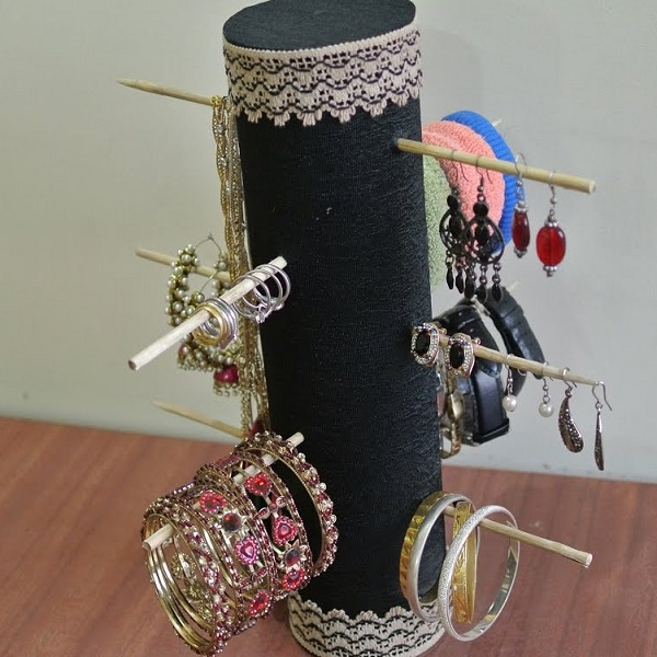 An Earring Holder Made From a Pringles Tube