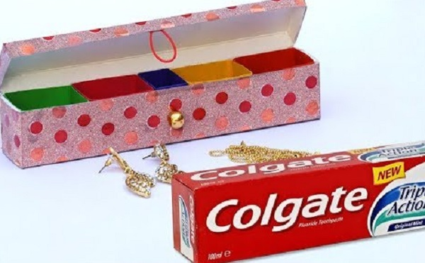 A Jewellery Box Made From a Toothpaste Box