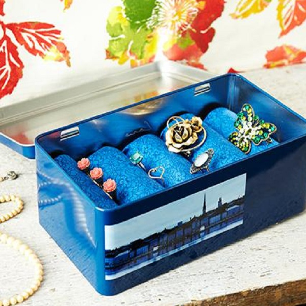 A Jewellery Box Made From a Tin Lunch Box