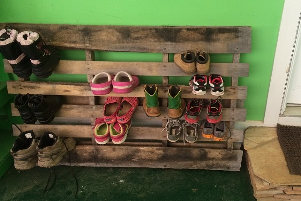 Wooden Pallet Turned into a Shoe Holder (Shoe Organiser)