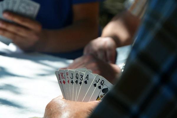 10 Hidden Benefits to Playing Poker
