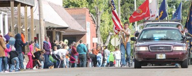Elry's-last-hometown-parade-as-sheriff