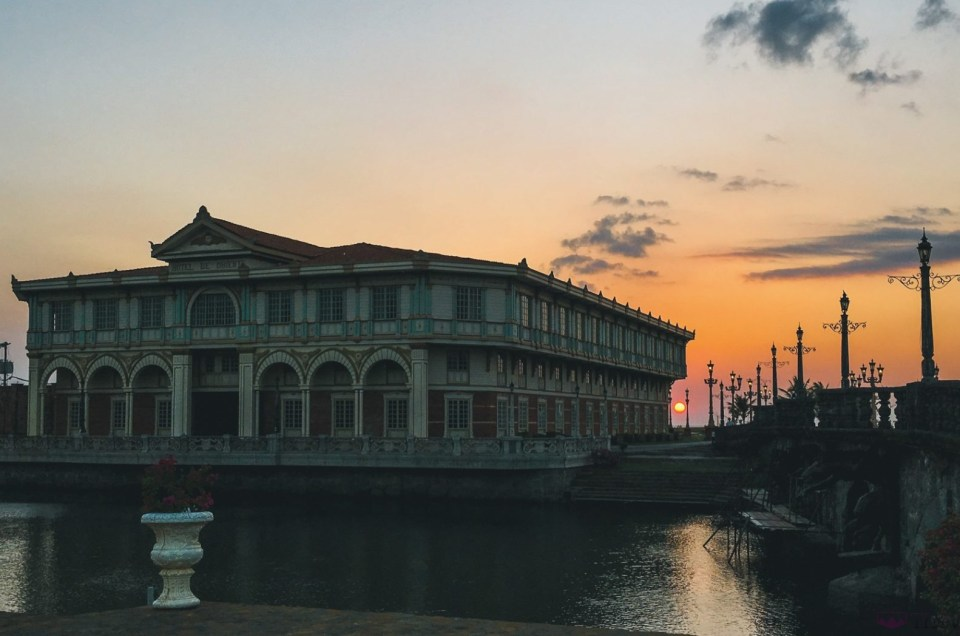 One Night at Las Casas Filipinas de Acuzar