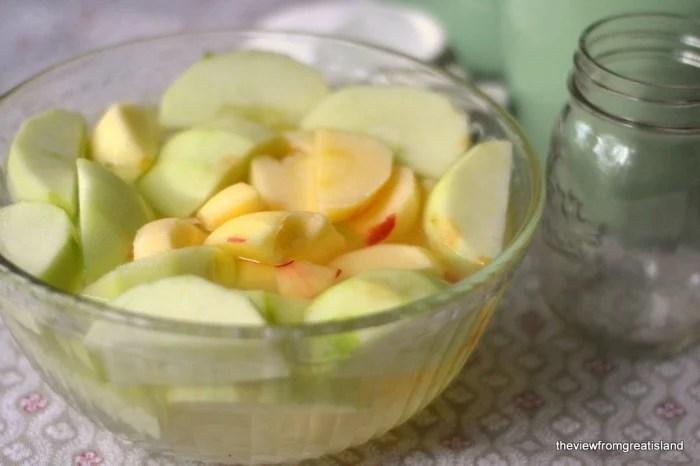 making apple jam