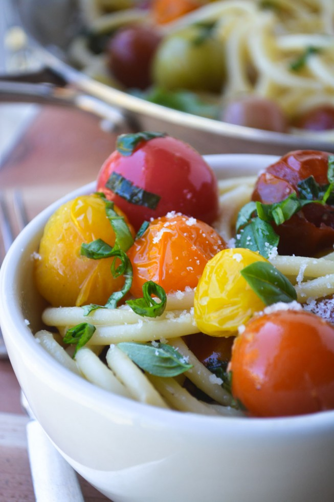 a fresh healthy vegetarian pasta dish of bucatini and burst tomatoes, ready in 30-minutes!