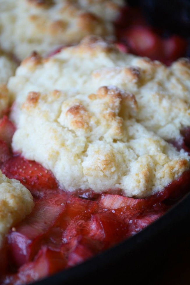 juicy strawberry rhubarb cobbler