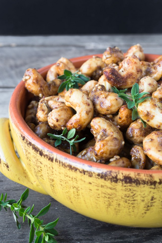 Whole Cashews roasted with classic Middle Eastern flavors
