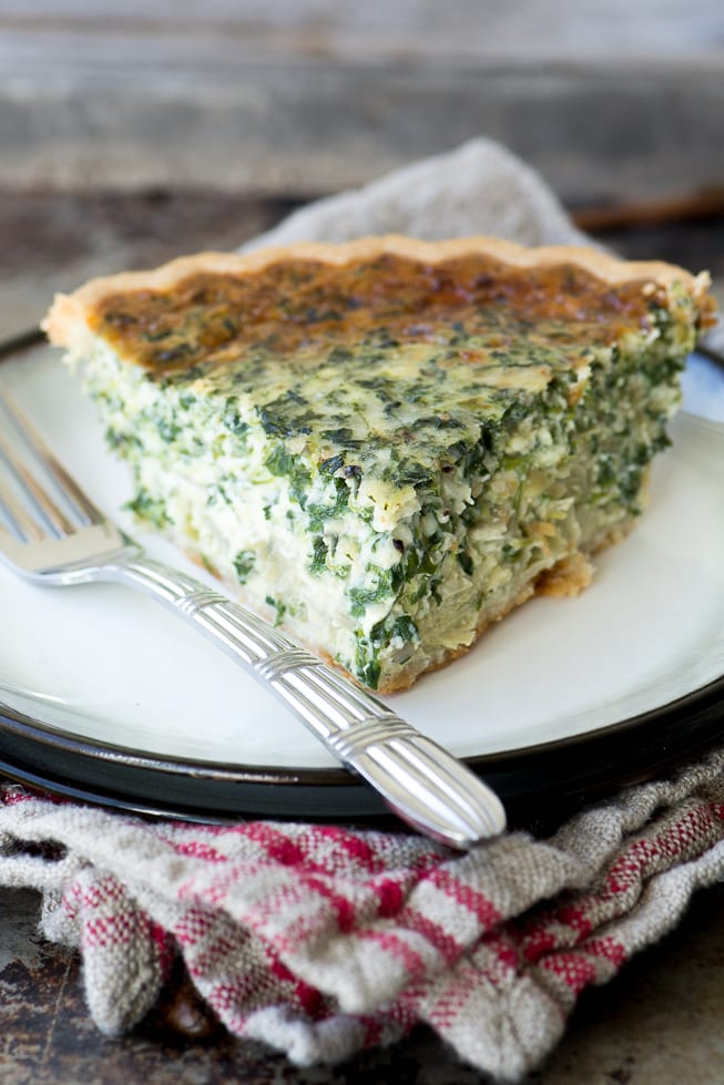 Spinach Artichoke Quiche ~ an easy family meal filled with the flavors of everybody's favorite dip! ~ theviewfromgreatisland.com