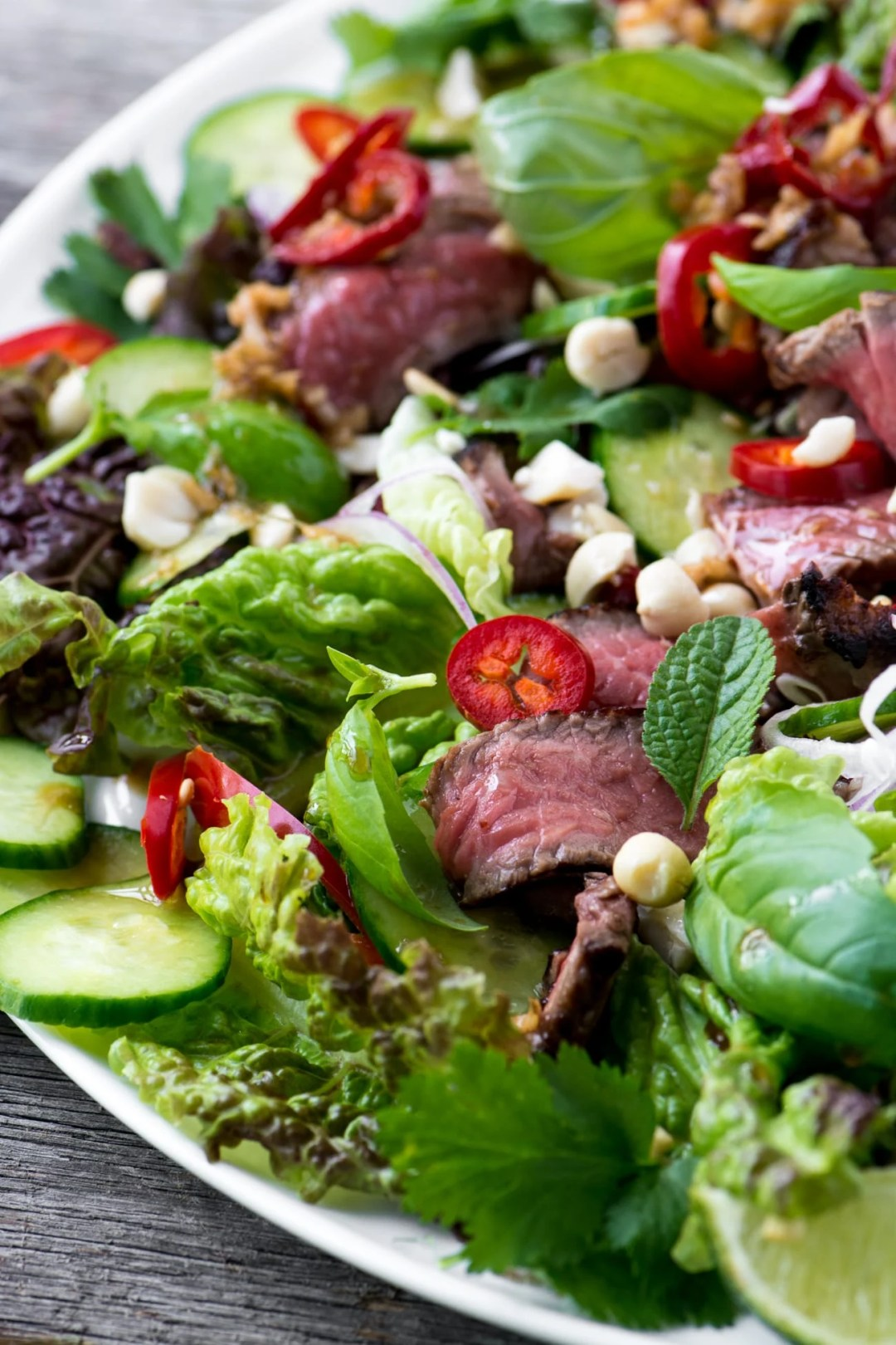 A vibrant and healthy Thai Beef Salad is a zesty 30 minute meal that everybody goes wild for!