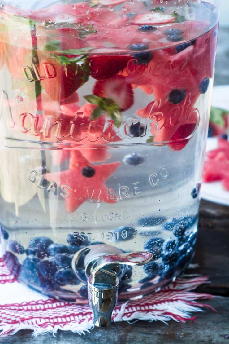 RED WHITE AND BLUE RECIPES YOU ACTUALLY WANT TO EAT! Star Spangled Fruit Infused Water