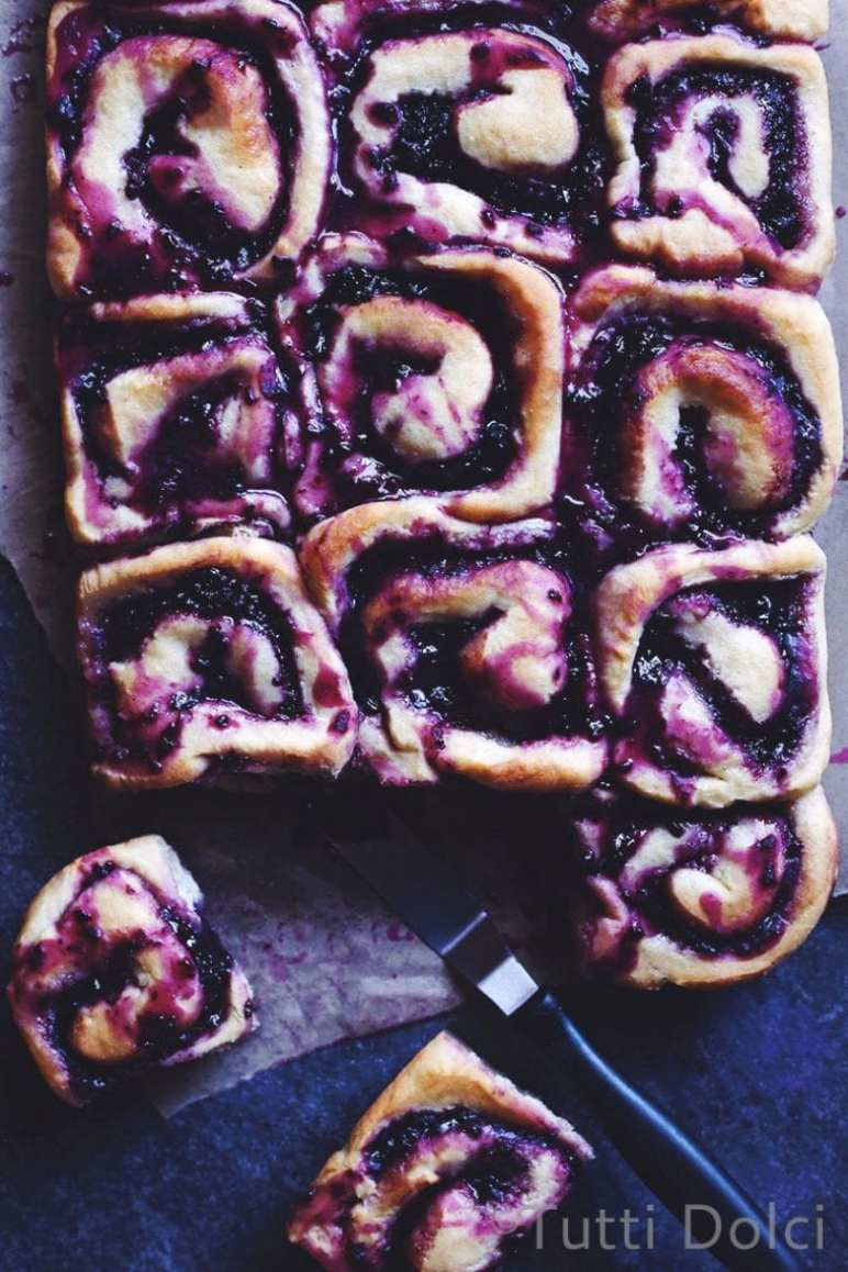 What to Eat Now: Blackberries ~ blackberry almond rolls