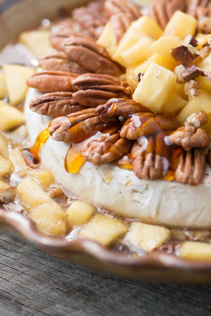 Baked Brie with apples and pecans