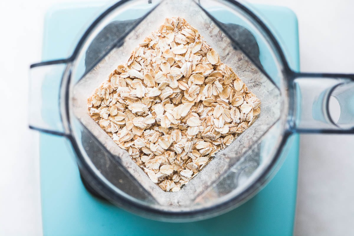 hight resolution of rolled oats in a blender to be made into homemade oat flour