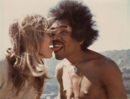 Jimi Hendrix kissing