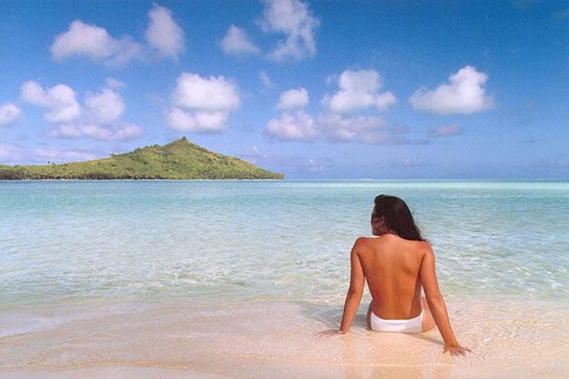 first-photoshopped-image-Jennifer-in-Paradise