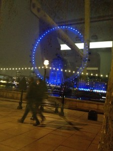 The London Ice/The large Ferris Wheel popular in London and Paris