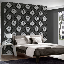 Habitación decorada con papel pintado, cabecera