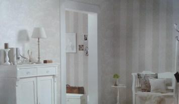 Monocromía en espacios pequeños, aquí rayas verticales a dos tonos también en arena y perla