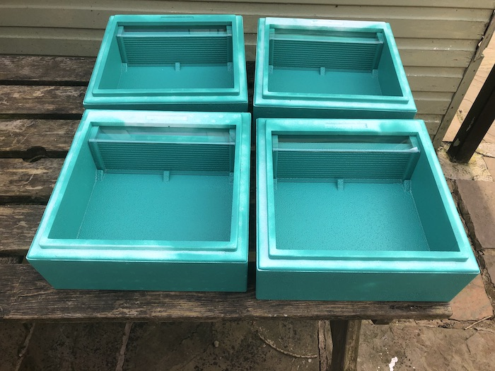 Feeders for Mini Plus hives