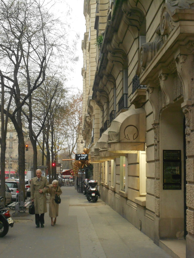 Well-dressed Parisians in Passy