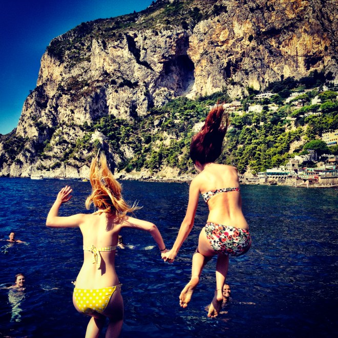 Best friends in Capri | www.thewanderbug.com
