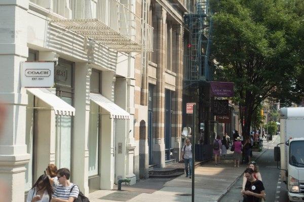 NYC Sex and the City Tour | www.thewanderbug.com